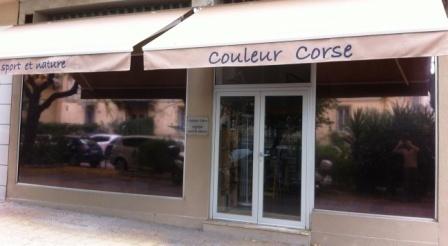 Installation de stores de protection et pose d'une porte d'entrée isolante
